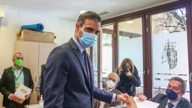Sánchez anima a votar, entre abucheos y aplausos, un Gobierno que garantice la recuperación de Madrid
