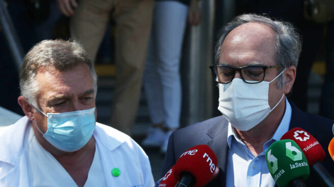 Ángel Gabilondo sale del hospital.
