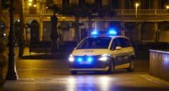 Un patrulla de la Policia Municipal de Pamplona en la Plaza del Castillo