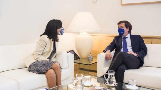 El alcalde de Madrid, José Luis Martínez-Almeida, se reúne con la delegada del Gobierno, Mercedes González.