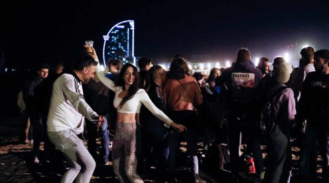 El visto bueno de los tribunales al toque de queda pone en jaque al ocio nocturno en las capitales del turismo