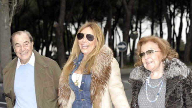 Ana Obregón, junto a sus padres.