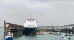 Pesqueros franceses bloquean la salida de la isla de Jersey