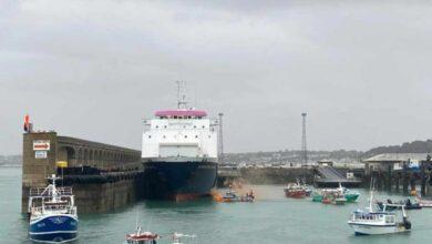 Francia y Reino Unido despliegan buques militares al Canal de la Mancha
