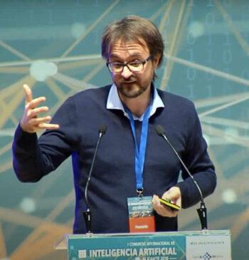 Hugo Zaragoza, Director Ciencias de Datos e IA de Amazon, presentando en el en el 1 Congreso Internacional de Inteligencia Artificial 2018 Alicante