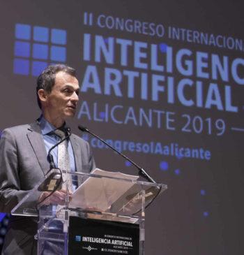 El ministro Pedro Duque presentando en las jornadas del II Congreso Internacional de Inteligencia Artificial 2019 de Alicante
