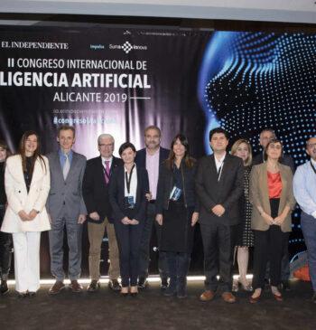 Foto de grupo de los ponentes y participantes del 2º Congreso Internacional de Inteligencia Artificial 2019 en Alicante