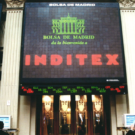 Cartel de Inditex el día de la salida a Bolsa