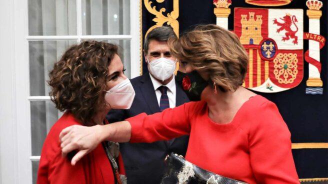 María Jesús Montero y Susana Díaz, en la Delegación del Gobierno en Sevilla.