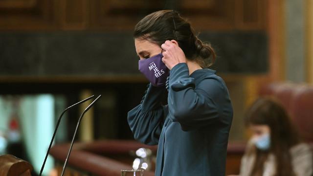 Montoro se pone la mascarilla tras intervenir en el pleno el pasado 18 de mayo