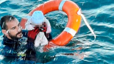 Las imágenes de la Guardia Civil rescatando a bebés y niños en Ceuta