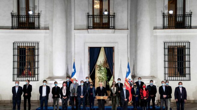 El presidente de Chile, Sebastián Piñera, ante el Palacio de la Moneda