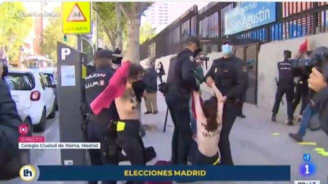 Activistas de FEMEN protestan contra Vox