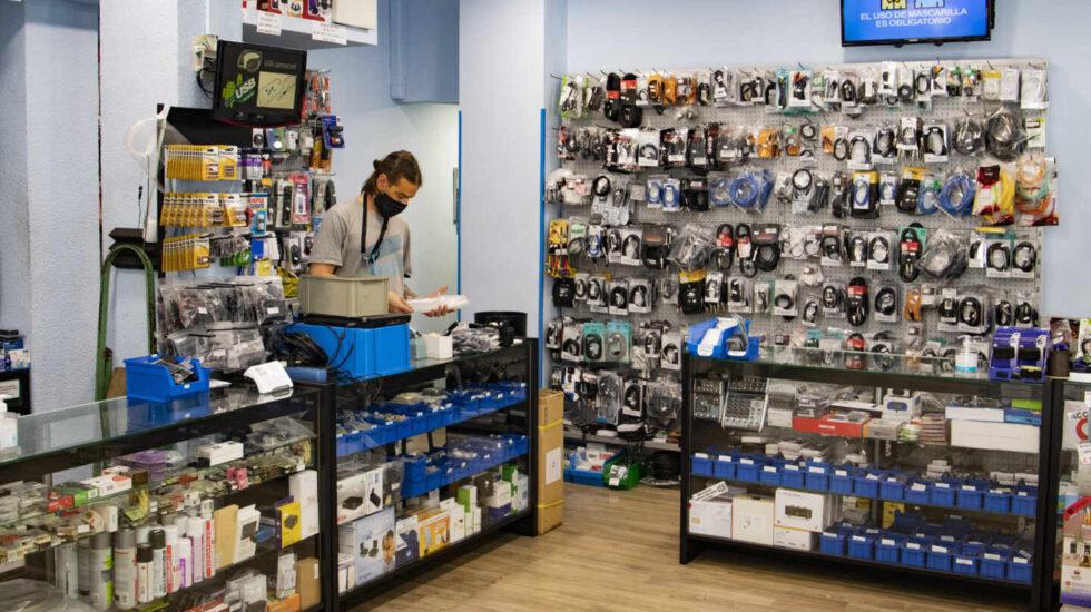 Interior de la tienda RSP Acustic, una tienda de componentes y accesorios en la calle Barquillo