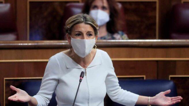 La vicepresidenta tercera y ministra de Trabajo, Yolanda Díaz, en la sesión de control al Ejecutivo.