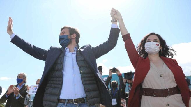 Pablo Casado e Isabel Díaz Ayuso durante un acto de campaña.