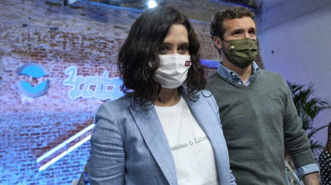 Fotografía de archivo. La presidenta de la Comunidad de Madrid en funciones, Isabel Díaz Ayuso; y el líder del PP, Pablo Casado.