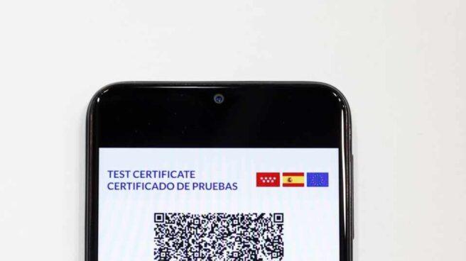 Certificado verde digital del presidente del Gobierno, Pedro Sánchez, durante su presentación este viernes en el ámbito de la Feria Internacional de Turismo en Madrid.