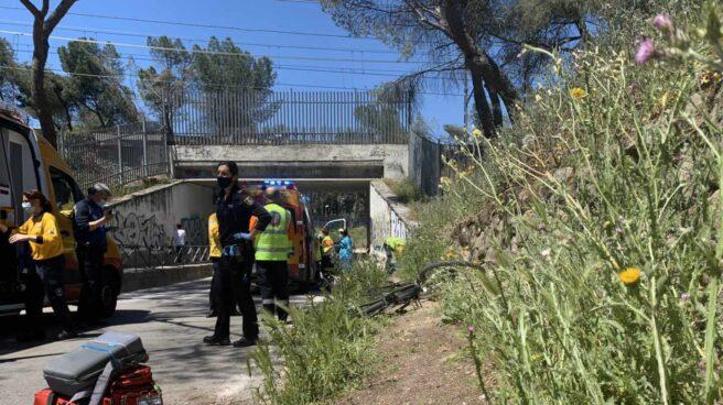 Los servicios de emergencia y la Policía Nacional trabajan en la zona del accidente