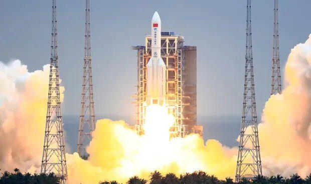 Momento del lanzamiento del cohete chino