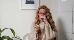 Mujer con conjuntivitis alergica