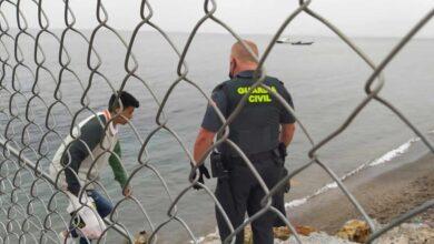 Una patrulla de la Policía salva la vida a un joven inmigrante marroquí que intentó ahorcarse en una calle de Ceuta