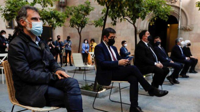 Jordi Cuixart, Jordi Sànchez y Oriol Junqueras, en el Parlament.