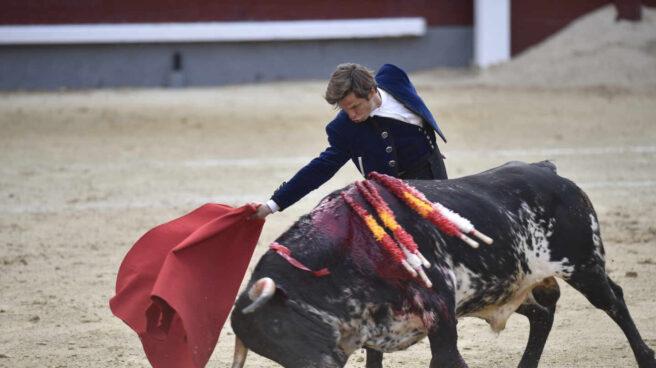 Julián López, el Juli, durante su faena en el festival del 2 de mayo en Las Ventas.