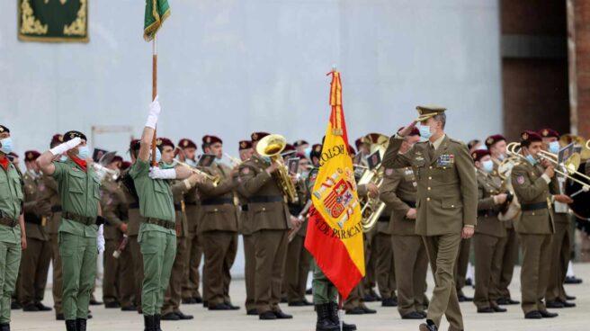 Felipe VI pasa revista a las tropas recién regresadas desde Afganistán.