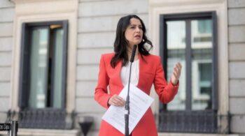 Arrimadas afirma que apoyaría al PP en una moción de censura contra Sánchez