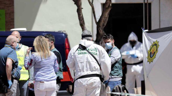 Agentes de la Guardia Civil investigan el suceso