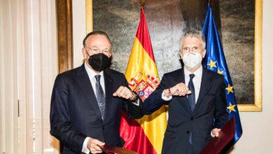 """El ministro del Interior y el presidente de la Fundación """"la Caixa"""", Isidro Fainé, firman la continuidad de Reincorpora"""