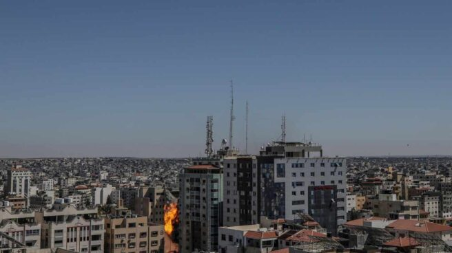 La torre Al-Jalaa en Gaza, desde donde operaban medios como Associated Press o Al Jazeera, bombardeada.