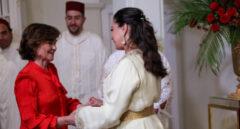 La embajadora de Marruecos en España, Karima Benyaich, junto a Carmen Calvo en una recepción en 2019.
