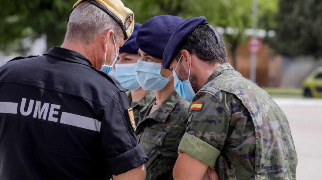 Militares del Ejército de Tierra y de la UME, momentos antes de iniciar labores de rastreo de contactos estrechos de covid-19.