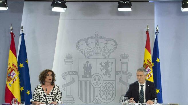 Los ministros María Jesús Montero y Fernando Grande-Marlaska, este martes en conferencia de prensa.