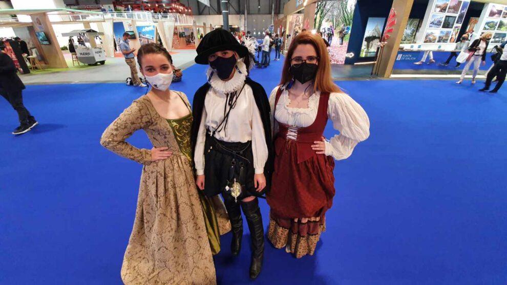 Miriam, Noelia y Ioana promocionan Villarejo de Salvanés.