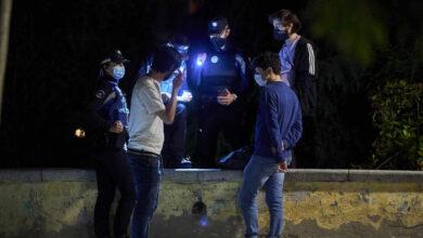 La Policía interpuso más de 1.300 multas por botellón y no usar mascarilla durante el fin de semana en Madrid