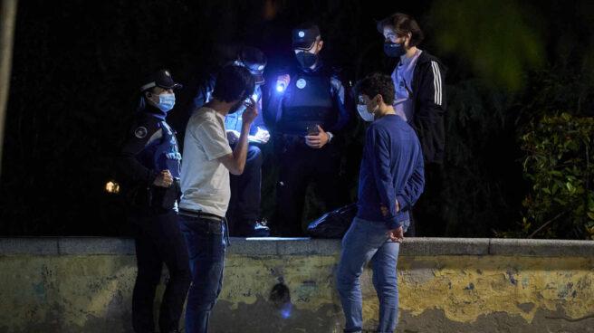 La Policía Municipal identifica a dos jóvenes en Madrid