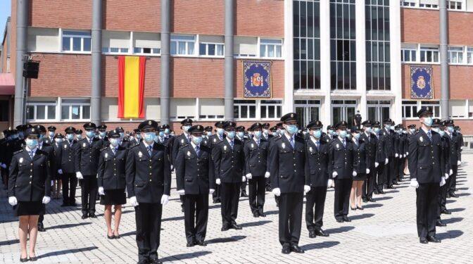 El Gobierno sugiere que hay que conocer las 94.000 palabras del Diccionario para ejercer de policía