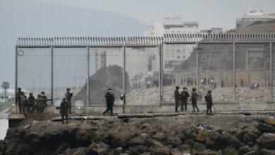 La policía marroquí vuelve a contener a los migrantes y se frenan las entradas en Ceuta