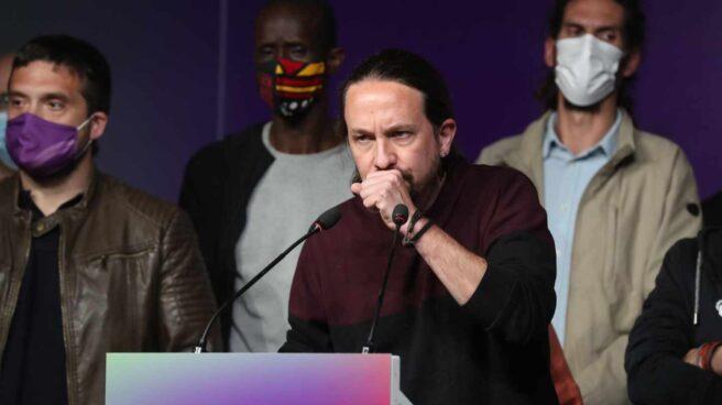 Pablo Iglesias renuncia a sus cargos durante la noche electoral.