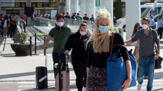 Turistas en el aeropuerto de Palma de Mallorca