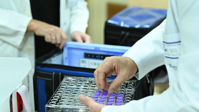 Dosis de la vacuna desarrollada por los laboratorios Pfizer y BioNtech en su llegada a Guadalajara