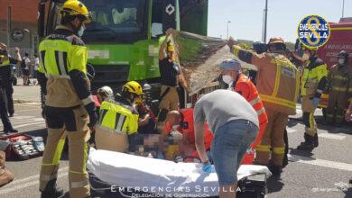 Herido muy grave un varón de 73 años atropellado por un camión en Sevilla