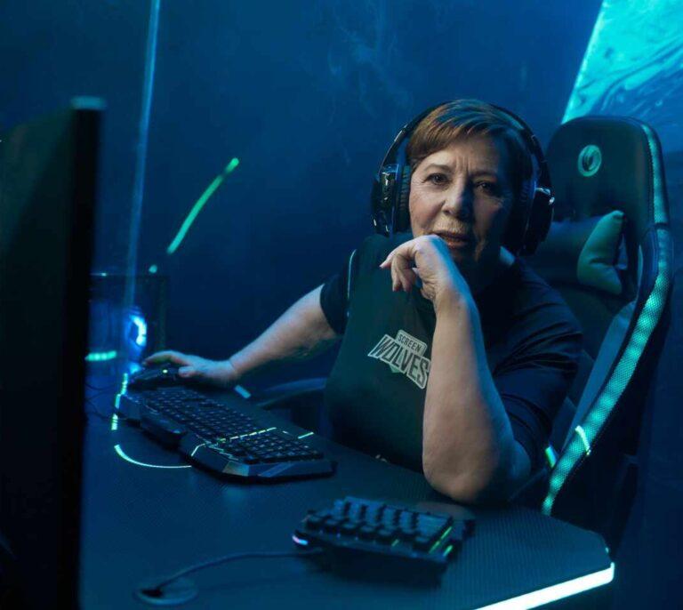 Celia Villalobos se hace 'gamer' y funda un equipo de eSports