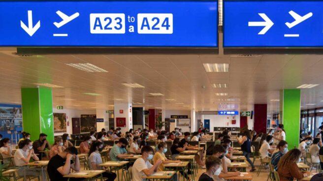 Examen de Selectividad en el aeropuerto de Palma de Mallorca.