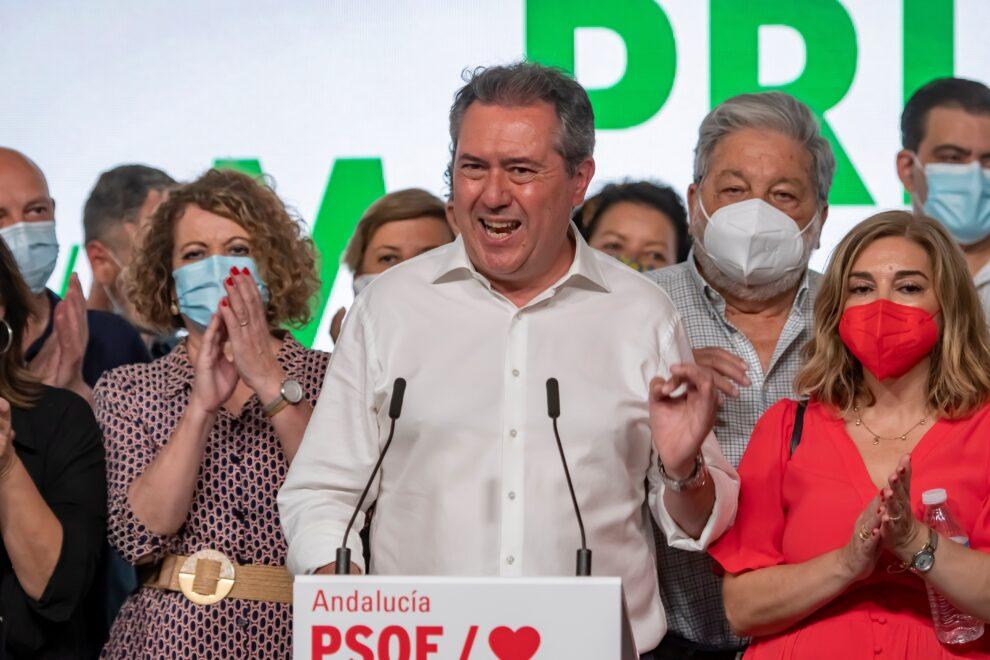 Juan Espadas, a su llegada a la sede del PSOE andaluz en Sevilla tras conocerse los resultados en las primarias