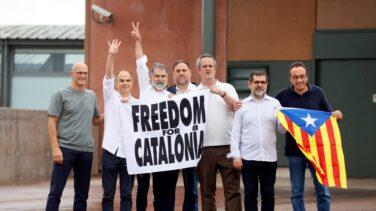 """Los presos del procés salen de la cárcel al grito de """"¡Amnistía!"""""""