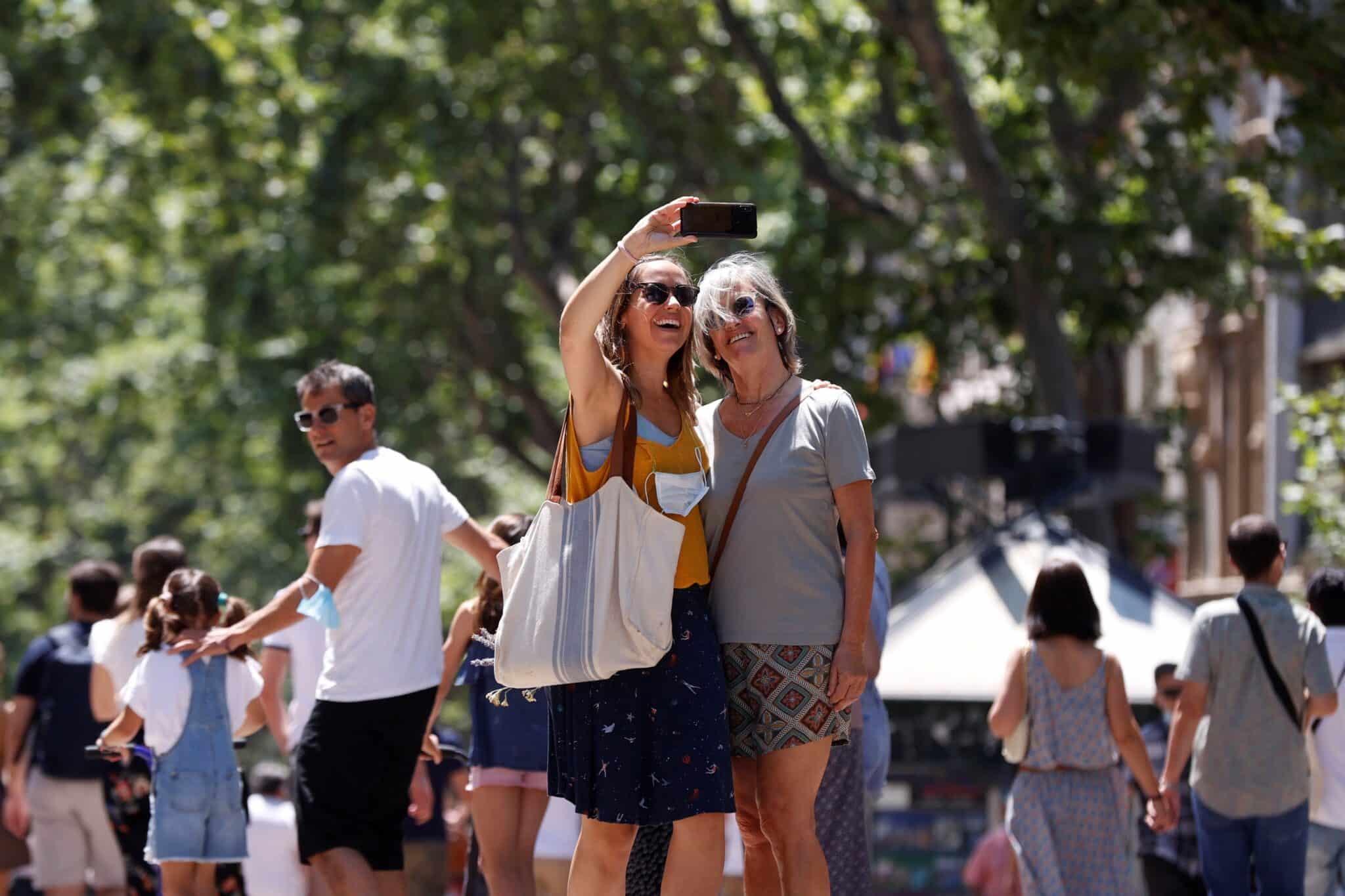 Ambiente en la Rambla de Barcelona este sábado.